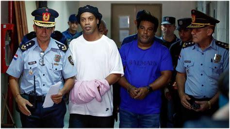 Ronaldinho comparece tras su primer noche en la cárcel ...