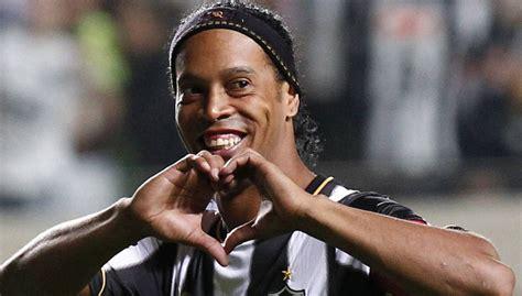 Ronaldinho en la cárcel como nunca lo habías visto | En Pareja