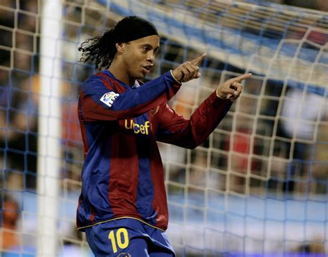 Ronaldinho: Former Barcelona star nearly joined Manchester ...