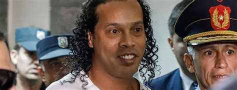 Ronaldinho, la sensación en cárcel paraguaya; reos se ...