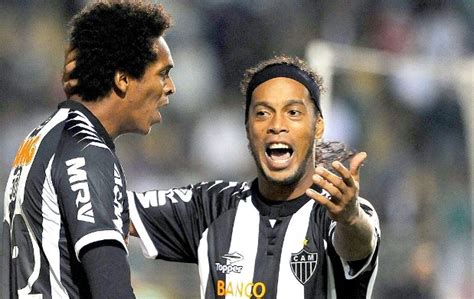 Ronaldinho ya se cuida; las fiestas son en su casa ...