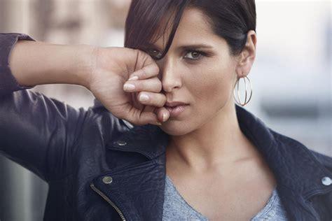"""Rosa López estrena el emotivo videoclip de """"Ahora sé quién ..."""