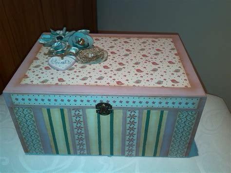 Rosantiguo: Caja de madera decorada con pintura y scrap.