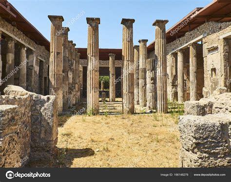 Ruinas de Pompeya, antigua ciudad romana. Pompei, Campania ...