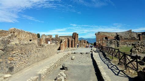 Ruins of Pompei : Southern Italy | Visions of Travel