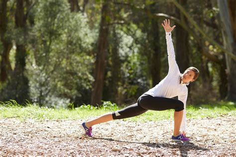 Runner s Lunge With a Twist | Stretches For Runners ...
