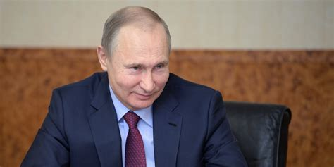 Russia uses Twitter to crowdsource response to US diplomat ...