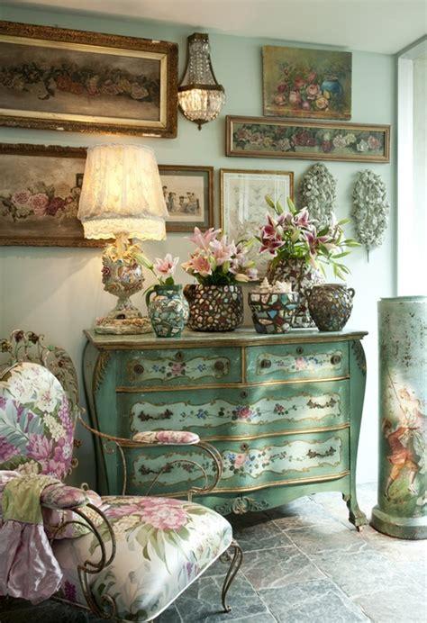 Rustik chateaux: Decorar el recibidor con muebles antiguos