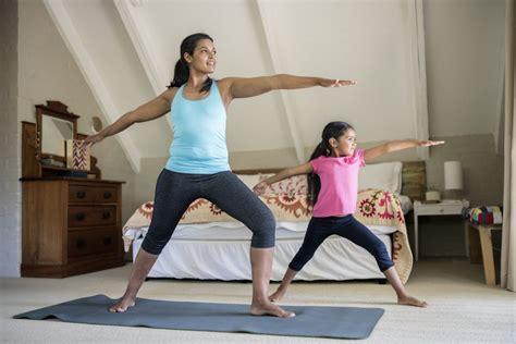 Rutina de ejercicios sencillos que puedes hacer en la ...