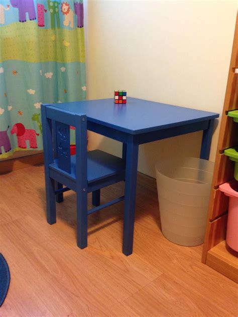 €19 Mesa y silla IKEA KRITTER. Infantil. 50cm de alto ...