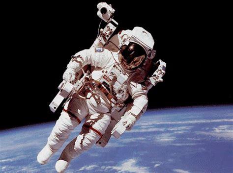 ¿Sabías que los astronautas crecen hasta 5 centímetros ...