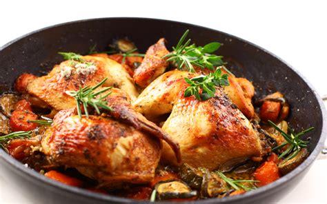 Sabor y Tradición: Pollo con hierbas aromáticas y agua de ...