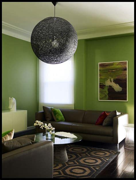 sala de estar con paredes verdes   Decoracion de ...