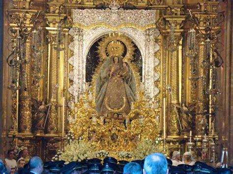 SALIDA PROCESIONAL DE LA VIRGEN DEL ROSARIO DE LA MACARENA ...