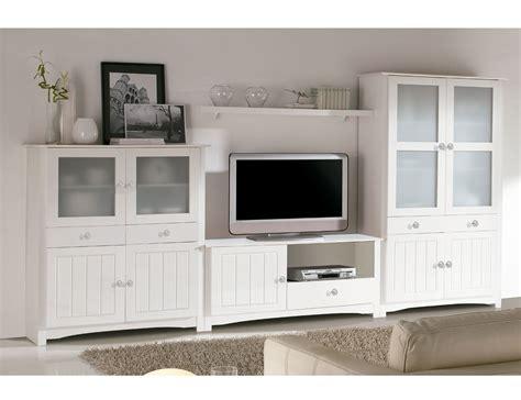 Salón comedor con vitrina, estantería y mueble TV en ...