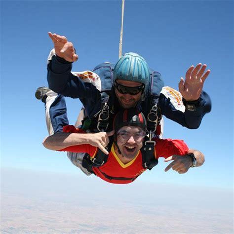 Salto en paracaidas tándem en Lillo, cerca de  Madrid