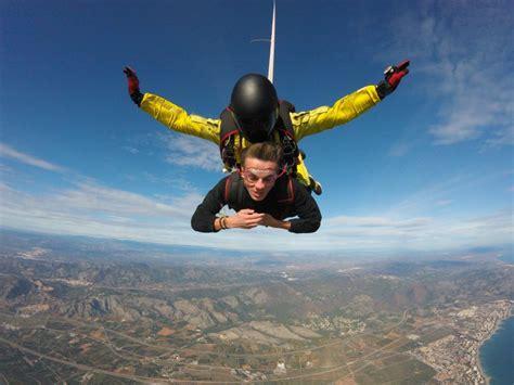 Salto tándem paracaídas en Castellón a 4000 metros ...