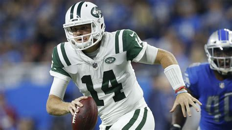 Sam Darnold shakes off woes to lead Jets past Lions in ...