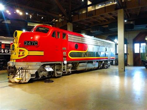Santa Fe 347C is a General Electric F7 locomotive used in ...
