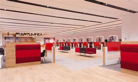 Santander abre las 500 oficinas Smart Red por la tarde a ...