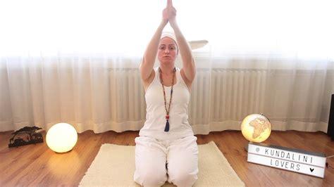 Sat Kriya / Kundalini Yoga nın en kuvvetli Meditasyonu ...