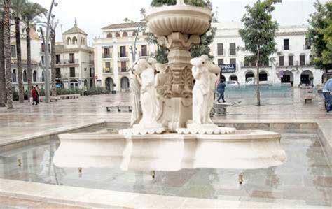 Se coloca la fuente completa de las Ninfas en Écija el 28 ...