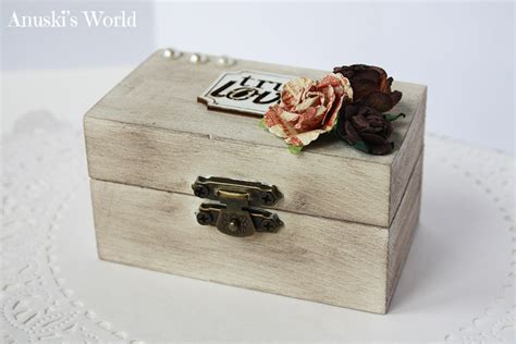 Se trata de una cajita de madera envejecida y decorada de ...