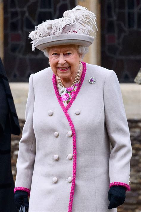 See Meghan Markle s Perfect Curtsy to the Queen on ...