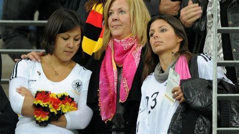 Seltener Auftritt: Daniela Löw bringt ihrem Mann kein ...