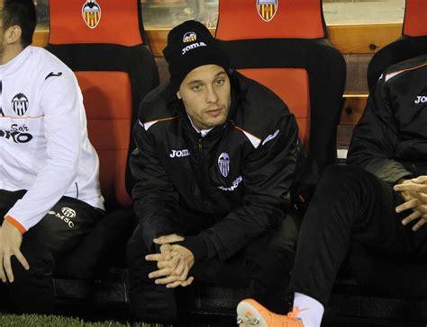 Sergio Canales sólo saldrá del Valencia mediante un ...