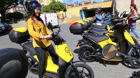 Sevilla estrena la moto eléctrica de alquiler