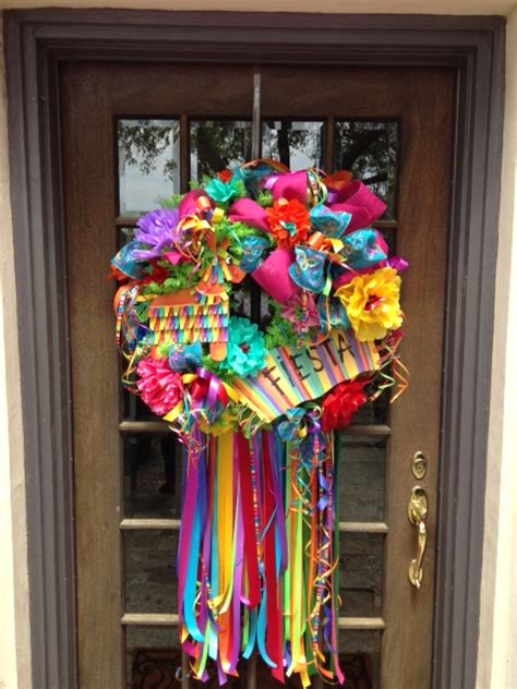Show Me How to Make a Fiesta Wreath | Show Me Decorating