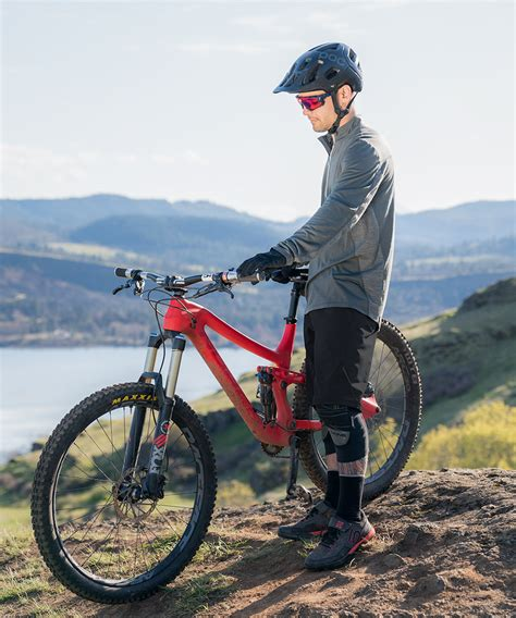 Showers Pass launches water resistant mountain bike shorts ...