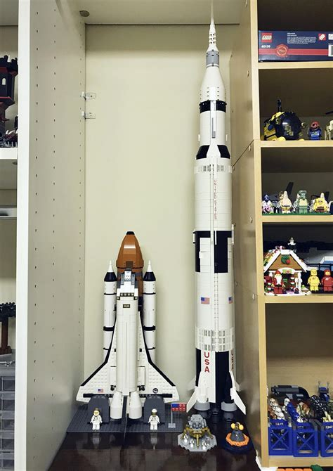 Shuttle Adventure size comparison w/ Saturn V : lego