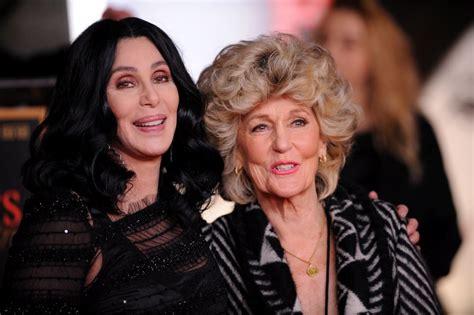 Si Cher se conserva bien, no vas a creer cómo está su ...