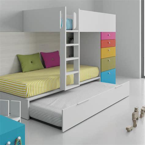Si lo necesitas puedes tener tres camas y cajones en la ...