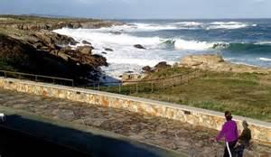 Sigue la alerta por olas y viento en Galicia