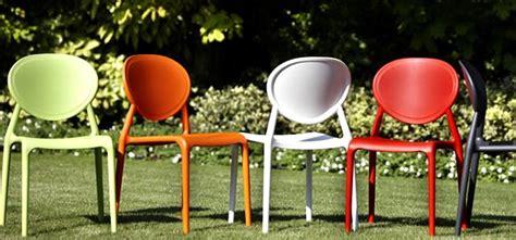 Sillas de plástico modernas   Ideas para decorar terrazas ...