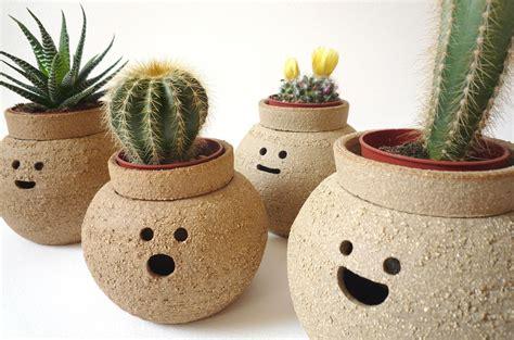 Simpáticas macetas de terracota. BricoDecoracion.com