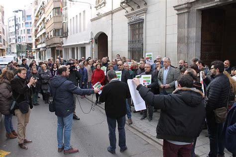 Sindicatos se concentran ante la Delegación de la Junta en ...