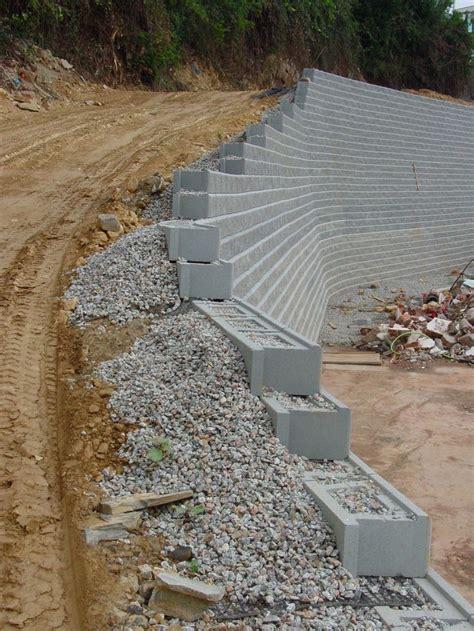 Sitio privado | Landscaping retaining walls, Backyard ...
