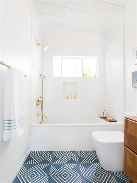 Small Bathroom Decorating Ideas | HGTV