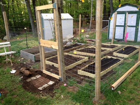 Small Scale Garden Fence With Raised Beds: 7 Steps