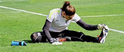 SOCCER PLAYERS: THE IMPORTANCE OF STRETCHING   SoccerToday
