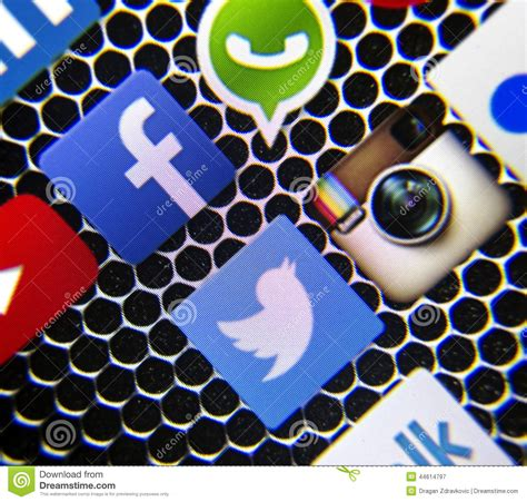 Social Media Icons Facebook And WhatsApp On Smart Phone ...