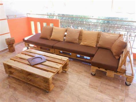 Sofá feito com paletes de madeira ~ Móveis com Paletes