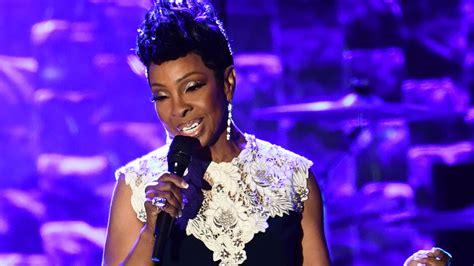 Soul ikon kritiseres for at synge nationalsangen ved ...