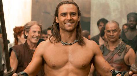 Spartacus: Dioses de la arena    Tráiler oficial ...