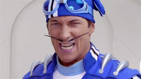 Sportacus  LazyTown  tiene un cosplay tan perfecto que ...