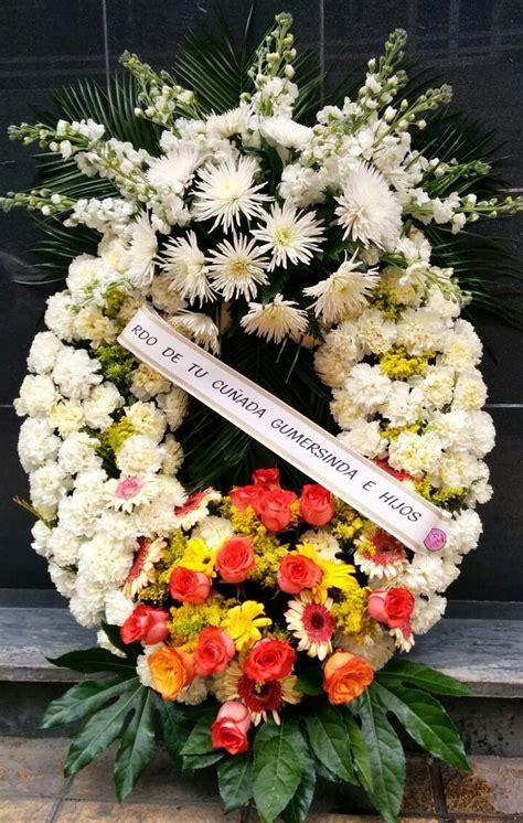 ปักพินในบอร์ด Coronas de flores para difuntos